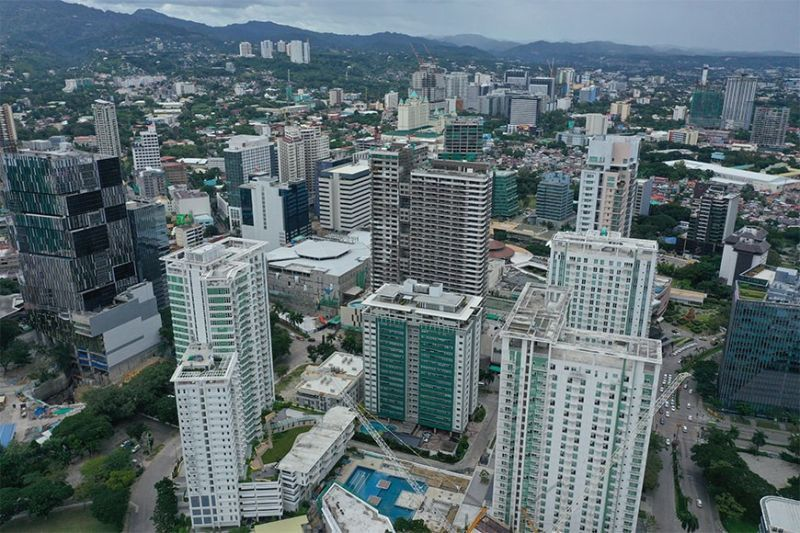 DELAY. The coronavirus pandemic has slowed down the construction of office buildings in Cebu. Colliers International Philippines says completion of some buildings will be delayed in the first half of 2021 to 2022. (SunStar file)
