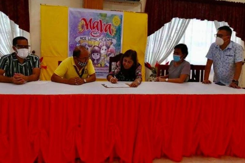 TACLOBAN. The MOA contract signing between Lucita Mondejar, president of J. E. Mondejar Computer College (JEMCC), and Tacloban City Schools Division officials at JEMCC Conferences Hall on December 3, 2020. (Contributed photo)