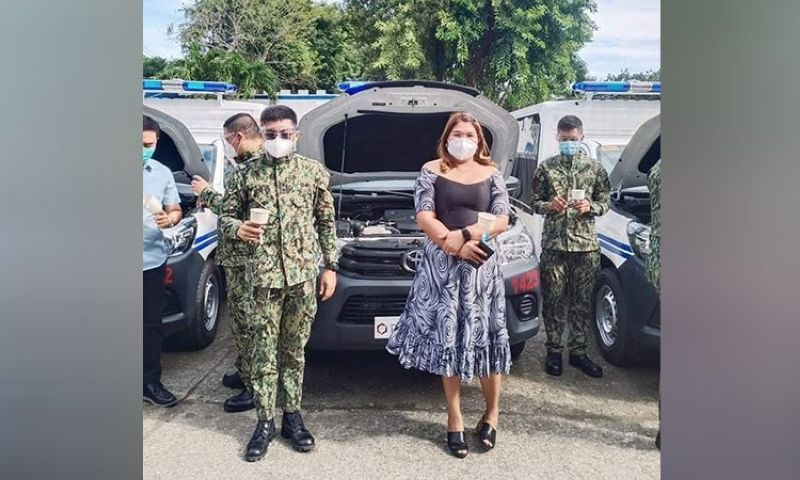 NEGROS. La Castellana Mayor Rhumyla Nicor-Mangilimutan with the town chief of police, Captain Ramil Bustamante on the sidelines of the turnover of new patrol cars in Iloilo City Wednesday, December 16, 2020. (Contributed Photo)