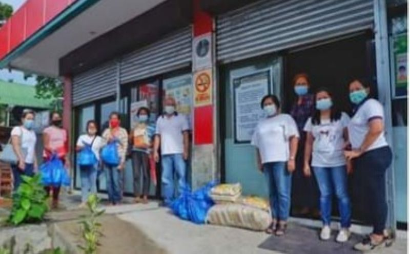 NEGROS. Some of the agrarian reform beneficiaries who have received  sanitary kits from the Department of Agrarian Reform in Negros Occidental-North recently. (Contributed Photo)
