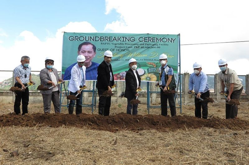 GROUNDBREAKING. Agriculture Secretary William Dar and DA-Cordillera Director Cameron Odsey, together with Benguet and BAPTC officials, lead the groundbreaking ceremony for the P40-million vegetable processing and packaging facility at the Benguet Agri Pinoy Trading Center. (Lauren Alimondo)
