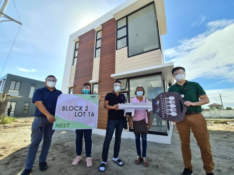 FLAVORSCAPE NEST UNIT. Architect BJ Mangio (R) turned over the first batch of Flavorscape Nest Unit to buyers during the simple ceremony at The Lakeshore, Mexico, Pampanga. (Chris Navarro)