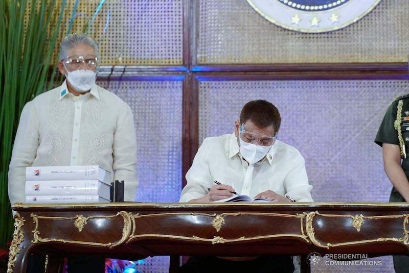 MANILA. President Rodrigo Duterte signs into law the 2021 national budget on December 28, 2020. (Malacañang)