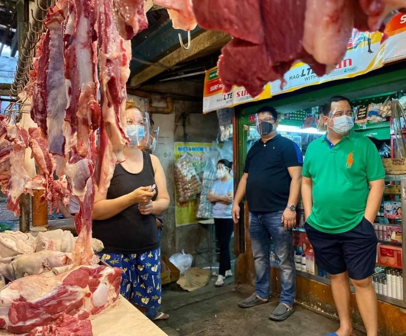 MONITORING. Apalit Mayor Oscar Tetangco Jr. checks on the situation of the public market after three vendors test positive for the virus that causes Covid-19. (Contributed photo)