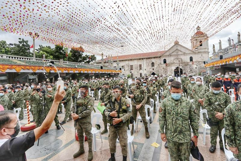 TO SERVE AND PROTECT THE DEVOTEES. A special mass is celebrated for members of the Cebu City police force who will secure the areas around the Basilica Minore del Sto. Niño from Jan. 8 to Jan. 17 and ensure the observance of health safety protocol. Thousands of Sto. Niño devotees will flock to the Pilgrim Center to attend the novena masses for the Feast of the Miraculous Child Jesus. / AMPER CAMPAÑA