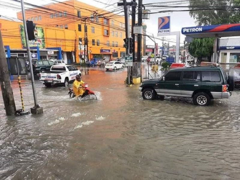 BACOLOD CITY. Heavy rains cause flood along Lacson-Mandalagan Streets in Bacolod City Friday, January 8, 2021. (Contributed photo)
