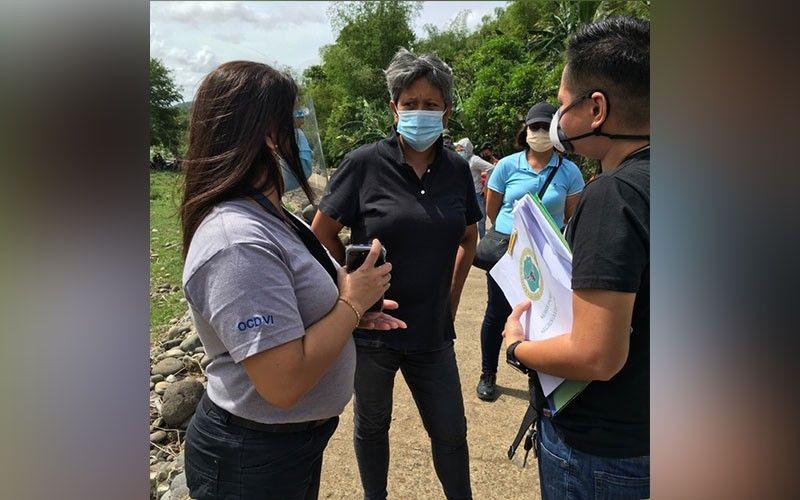 MOISES PADILLA. Office of Civil Defense-Western Visayas OIC Ma. Aletha Nogra (left) and Moises Padilla Mayor Ella Celestina Garcia-Yulo (right). (Contributed photo)