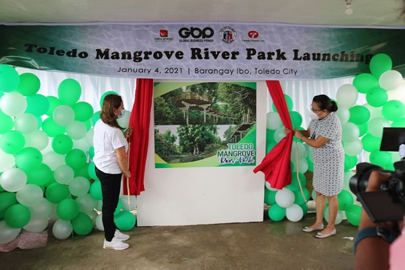 GBP First Vice President – Cebu Operations Leah G. Diaz (left) with Toledo City Mayor Marjorie