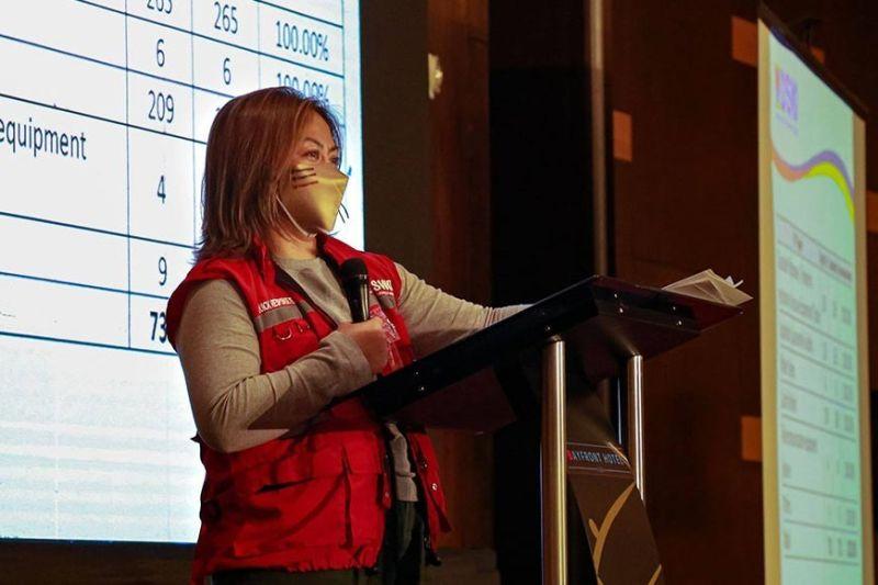 NAMULONG: Si DSWD Social Marketing Service Director (SMS) Irene Dumlao nipresentar sa DSWD updates ug nahimo sa Central Visayas atol sa  'Explain, Explain, Explain' Pagduaw sa Cebu ug Mandaue sa Bayfront Hotel sa Cebu City niadtong Eero 19,2021. / Tampo