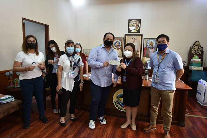 ENDOWMENT FUND. To help provide the needs of the district hospitals in the province, the Philippine Charity Sweepstakes Office turned over P8 million as financial assistance to the Provincial Government of  Pampanga. (Pampanga PIO)