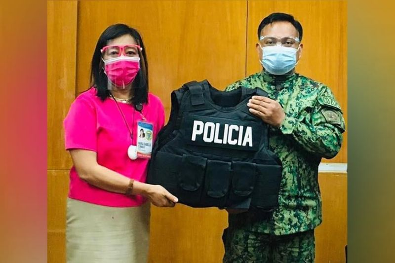 ZAMBOANGA. The city government has purchased 10 bulletproof vests for the Zamboanga City Police Office as part of its security program. A photo handout shows Mayor Maria Isabelle Climaco-Salazar handing over the bulletproof vests to Police Colonel Rexmel Reyes, ZCPO director. (SunStar Zamboanga)