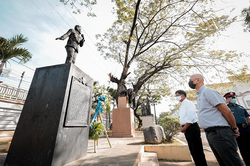 WREATH-LAYING RITES. City of San Fernando Mayor Edwin 'EdSa' Santiago leads city officials and employees in laying the floral wreath before the bust monument of Pedro Abad Santos in tribute and commemoration of his 145th birth anniversary at the grounds of the Heroes Hall, City of San Fernando, Pampanga on January 28, 2021. (City of San Fernando Information Office)