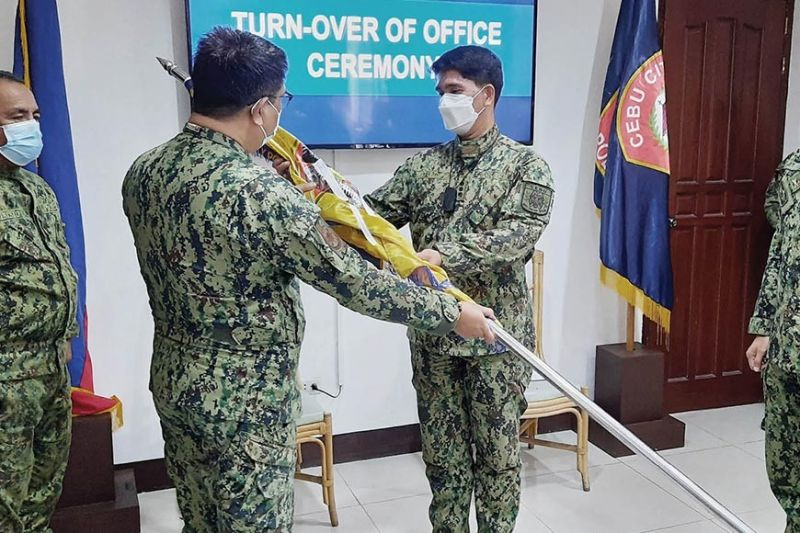 LEADERSHIP CHANGE. Cebu City Police Office (CCPO) Director Col. Josefino Ligan (third from left) presides over the turnover ceremony of police officials inside his office on Wednesday, Feb. 3, 2021. Eight police majors were transferred to new assignments as most of them had exceeded the standard tour of duty of two years. / ARNOLD BUSTAMANTE