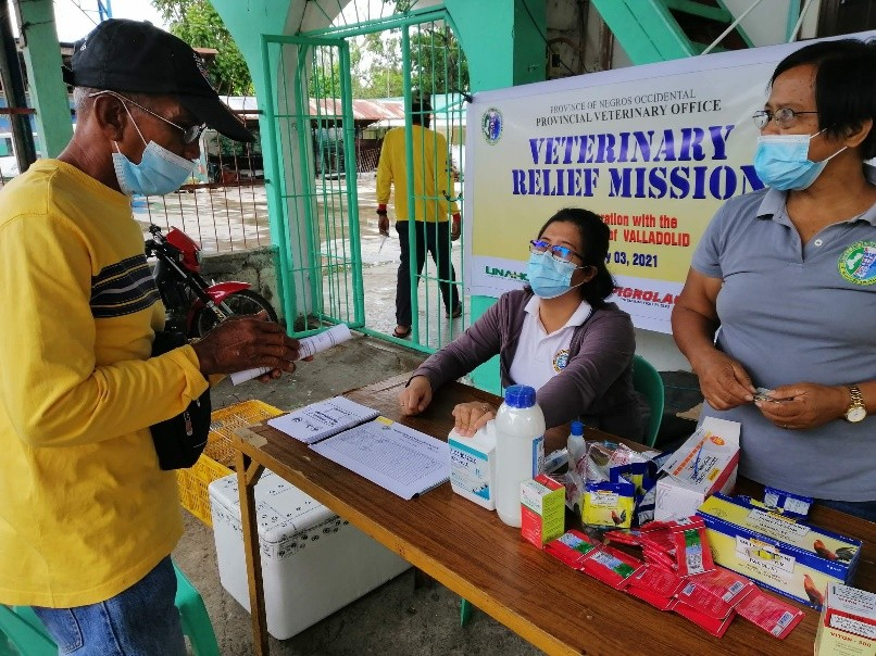 NEGROS. An animal raiser avail himself of the services of the Provincial Veterinary Office of Negros Occidental during its second simultaneous veterinary relief operation in Fourth District on Wednesday, February 3, 2021. (Contributed Photo)