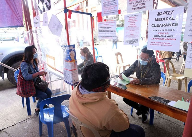 CLEARANCE. A resident in La Trinidad, Benguet secures a medical clearance as a requirement imposed by the Baguio-La Trinidad-Itogon-Sablan-Tuba-Tublay (Blistt) Governing Council in entering the different  towns from February 1 to 15, 2021. (Redjie Melvic Cawis)