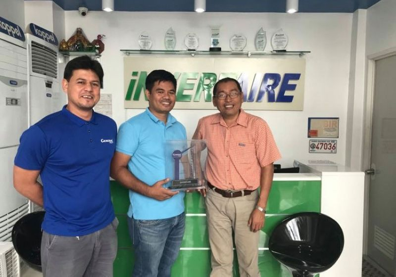 DAVAO. Engr. Nhel received the plaque of outstanding sales from General Royal airconditioners with Manager Alden Bula. (Contributed photo)