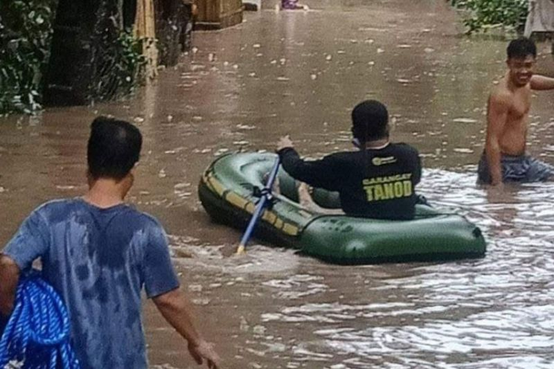 NEGROS. The Talisay City Disaster Risk Reduction and Management Office has reported a total of 285 evacuees belonging to 92 families in two barangays of the city -- Dos Hermanas and Zone 8 -- following a heavy downpour Monday morning, February 8, 2021. (Talisay CDRRMO)
