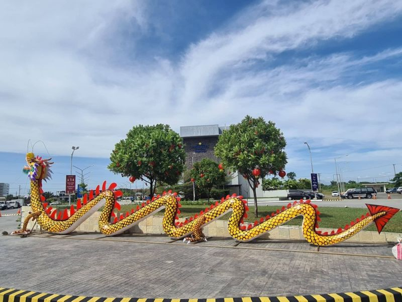 CHINESE NEW YEAR. A dragon is on display at the LausGroup Complex ready to welcome 2021, the Year of the Ox, starting February 12, 2021 until January 31, 2022. (Chris Navarro)