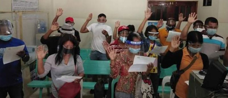 NEGROS. Fourteen potential ARBs in Escalante City take oath as they qualify for the screening process to become land recipients recently. (Contributed photo)