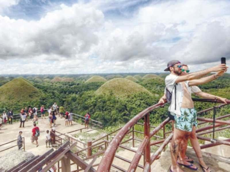 OPEN FOR TOURISTS. Bohol on Wednesday, Feb. 10, 2021, announced it is welcoming more tourists to visit its tourism spots. Tourism players in the province are offering big discounts in rooms, food and beverages, and leisure to bring the island's tourism back to life. / SUNSTAR FILE