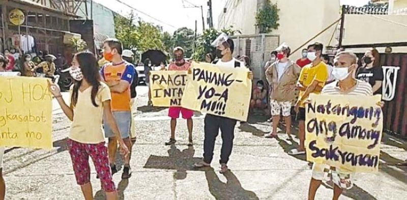 PROTEST. Residents of Barangay San Jose, Cebu City hold a protest on Friday, Feb. 12, 2021 against a subdivision for closing its gates that blocked their access to the main road. The problem of the residents who are living at the back of the subdivision has reached the Cebu City Hall. / CONTRIBUTED, RAMIL AYUMAN