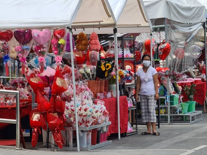 PAMPANGA. Vendors sell flowers, heart-shaped balloons, chocolates and stuffed toys to customers in celebration of Valentine's Day along Sto. Rosario Street in Angeles City. (Photo by Chris Navarro)