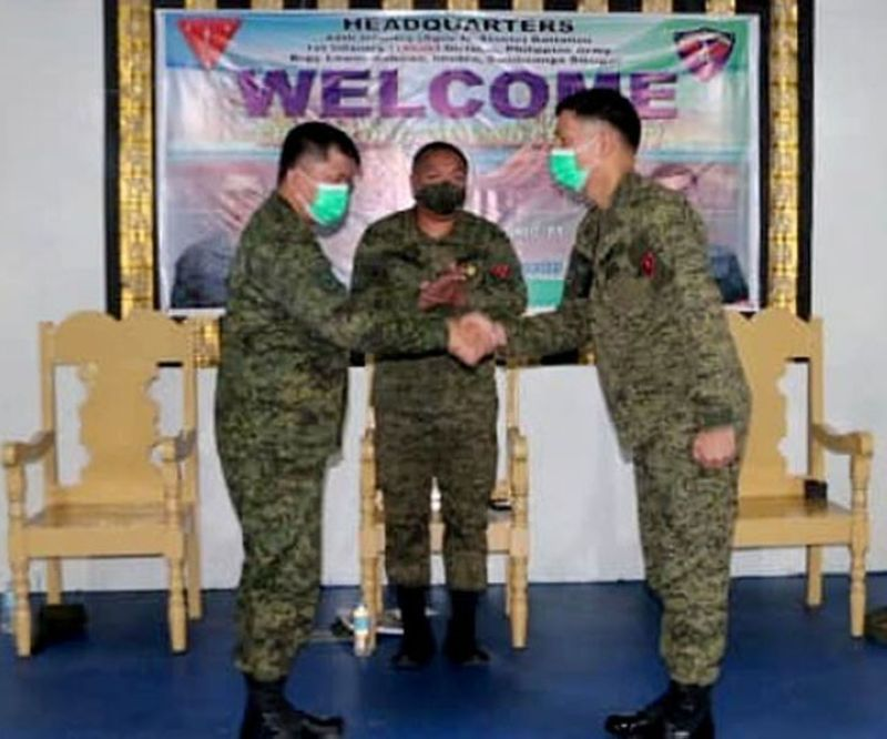 ZAMBOANGA. The Army's 1st Infantry Division installed Monday, February 15, Lieutenant Colonel Filven Noche (right) as the new 44th Infantry Battalion commander, replacing Lieutenant Colonel Don Templonuevo (left). A photo handout shows the two officials shaking hands as Brigadier General Bagnus Gaerlan (center), 1ID assistant commander, looks on. (SunStar Zamboanga)