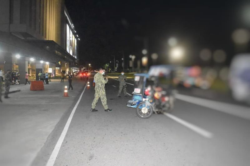 BACOLOD. The crime scene of the latest shooting incident in Bacolod City, involving a 29-year-old woman victim killed by motorcycle-riding suspects near a mall. For local businessmen, the series of killings are already alarming. (BCPO photo)