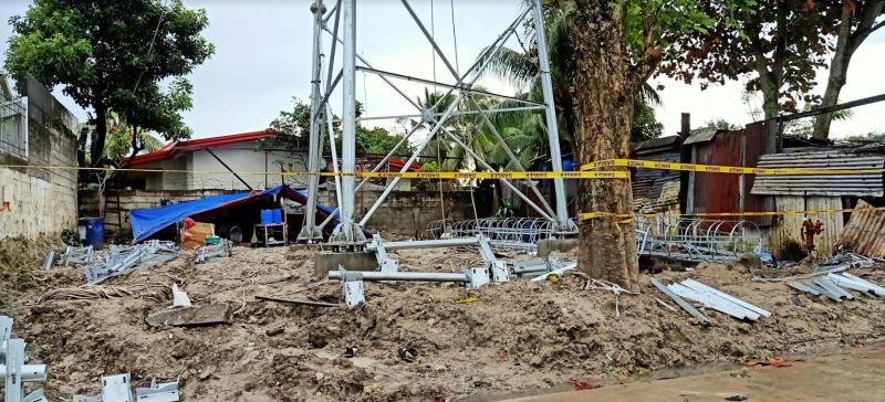 BACOLOD. Homeowners of Doña Juliana Subdivision in Barangay Taculing, Bacolod City oppose the construction of a cell site tower inside their subdivision. (Contributed photo)