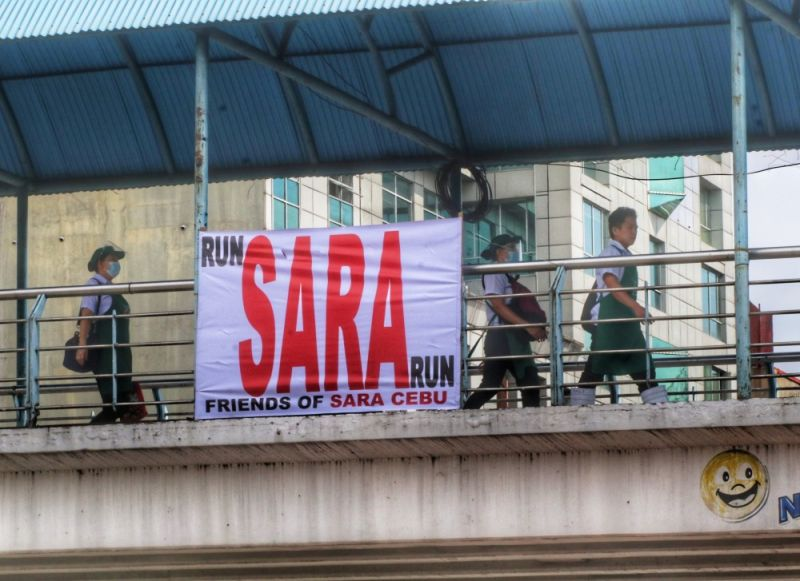 """NO PERMIT. The Cebu City Office of the Building Official orders the removal of the """"Run Sara Run"""" streamers along Osmeña Boulevard and General Maxilom Ave. as these have not been approved by the city. (AMPER CAMPAÑA)"""