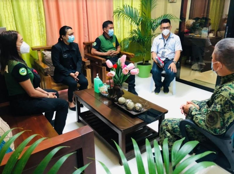 ILOILO. Police Lieutenant Colonel Gervacio Balmaceda of CIDG Regional Field Unit-Western Visayas pays a courtesy visit to PDEA-Western Visayas Regional Director Edgar Apalla at the PDEA Regional Office in Iloilo City Wednesday. (Contributed photo)