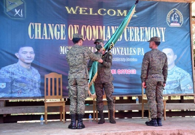 ZAMBOANGA. The 11th Infantry Division welcomes two officers who were installed as the new commander of the 45th and 100th Infantry Battalions (IB). A photo handout shows Lieutenant Colonel Ruben Guinolbay (left) handing over the 45IB command flag to Major General William Gonzales, 11ID commander, as he relinquishes his post to Major Vicente Mabborang (left). Installed as 100IB commander is Lieutenant Colonel Michael Cuenca (not in photo). Gonzales (center) presides both turnover of command ceremonies. (SunStar Zamboanga)
