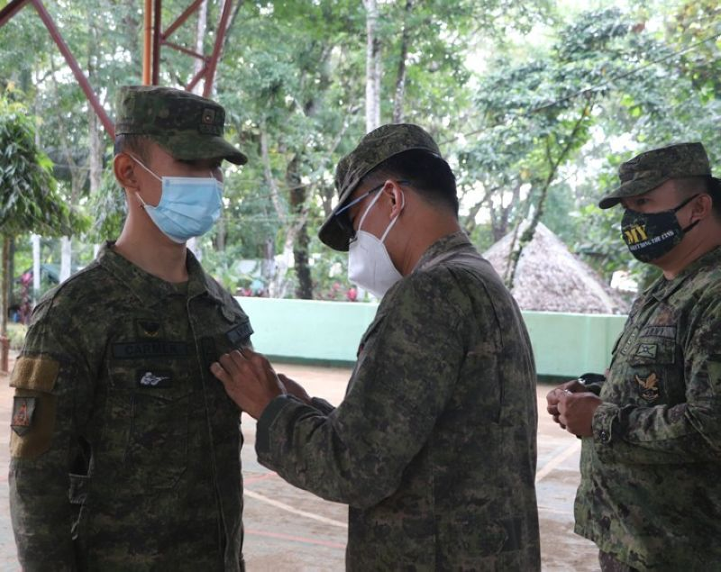 ZAMBOANGA. The 53rd Infantry Battalion (IB) awards Military Commendation Medal to an officer and seven enlisted personnel for exemplary performance and loyalty to duty. A photo handout shows Lieutenant Colonel Jo-ar Herrera, 53IB commander (center), pins a medal to First Lieutenant Oliver Carmen in a ceremony in Camp David Sabido. (SunStar Zamboanga)