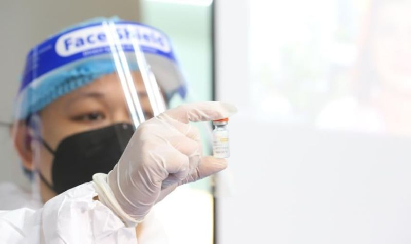 NEGROS OCCIDENTAL. As the national government starts rolling out the first batch of coronavirus vaccines, the local business sector is encouraging local government units in Negros Occidental to unveil their mass vaccination roadmap. (PNA photo)