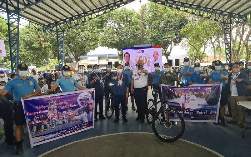 50 SINGKWENTO. Senator Christopher Lawrence 'Bong' Go, Congressman Jorge 'Patrol' Bustos turned over to Pangasinan Governor Amado Espino III and Pangasinan PNP mountain bikes to be used by patrolmen Thursday's '50 Singkwento' outreach marking the 50th birthday of Representative Bustos held at the Angeles City Police Office. (Chris Navarro)