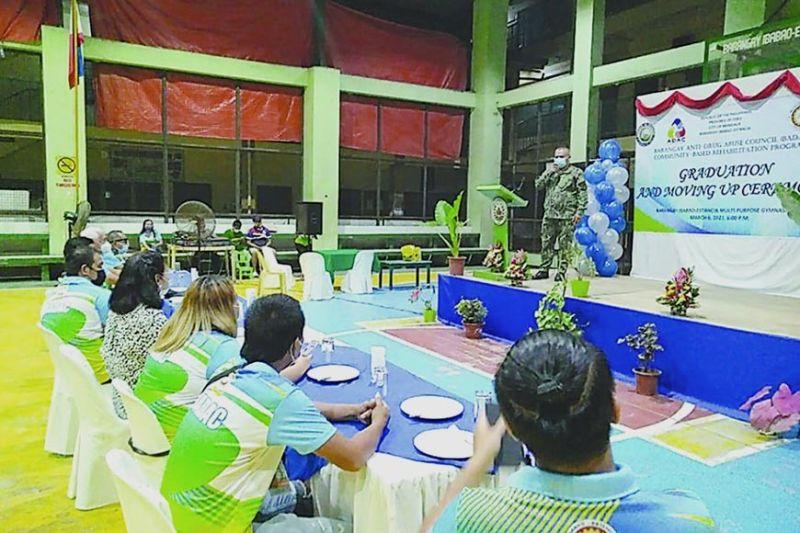 GRADUWASYON: Ang graduation ceremony sa pito ka drug warriors training sa Barangay Anti-Drug Abuse Council (Badac) sa Barangay Ibabao-Estancia, Mandaue City niadtong Sabado, Marso 6. / Kate F. Denolang