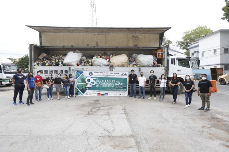 TEAM WORK MAKES THE DREAM WORK. Clark Development Corporation (CDC) Environmental Permits Division Manager Engr. Rogelio Magat (7th from right) poses with some participants of the 25th Recyclables and Hazardous Waste Collection Event in Clark Freeport. (CDC-CD)