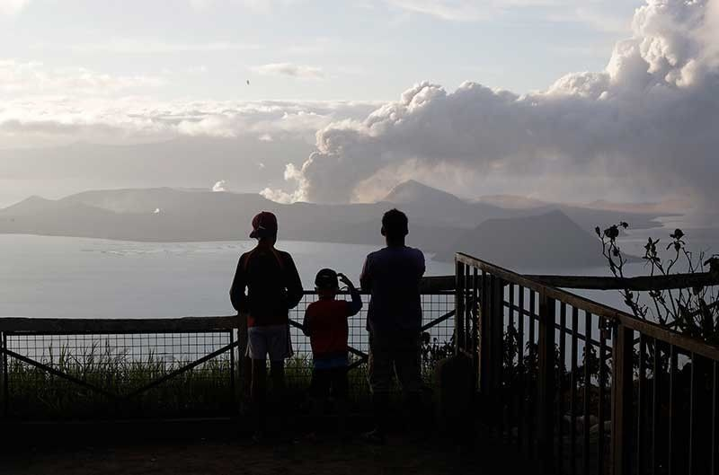 CAVITE. In this photo taken on January 14, 2020, people watch from Tagaytay, Cavite as Taal Volcano continues to spew ash. (File)