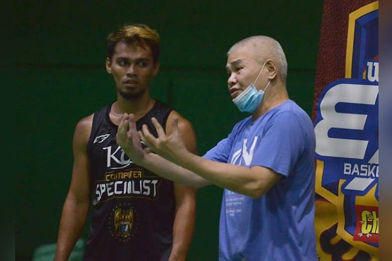 KCS-Mandaue head coach Mike Reyes said that the addition of pros like Ping Exciminiano, Gryann Mendoza, Alfrancis Tamsi and hopefully, big man Yutien Andrada, would shore up his team's defense. (Contributed by Alex Tan)