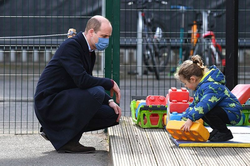 LONDON. Britain's Prince William watches a child in the playground during a visit with Kate, Duchess of Cambridge to School21, a school in east London, Thursday March 11, 2021. (AP)