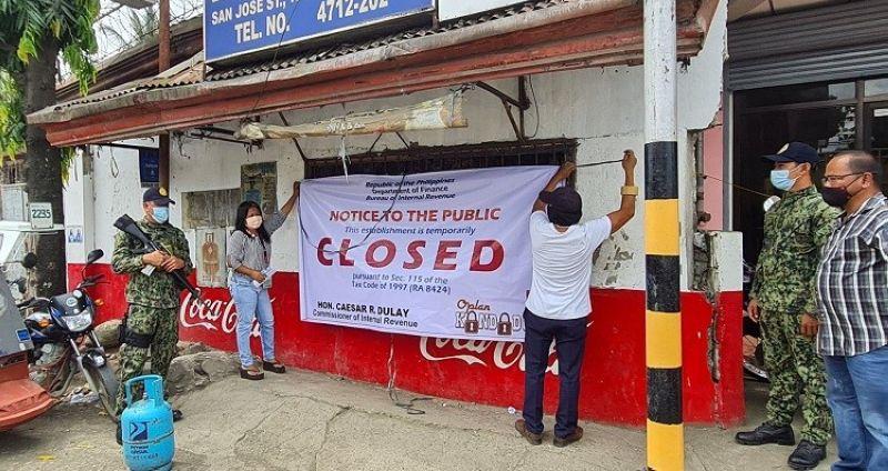 KABANKALAN. The Bureau of Internal Revenue, through its Oplan Kandado program, padlocks an establishment in Kabankalan City yesterday for several tax violations. (Erwin P. Nicavera photo)