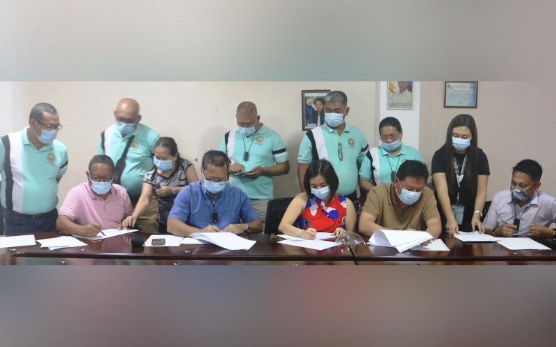 MURCIA. Mayor Victor Gerardo M. Rojas (2nd from left), with Vice Mayor Johnny Reosura (rightmost) and town councilors, signs the MOA for the donation of a property as a site for the town's new slaughterhouse and quarantine facility. The almost one-hectare property in Barangay Alegria was donated by Alvin and Jennifer Lim (seated between the mayor and vice-mayor). (Contributed photo)