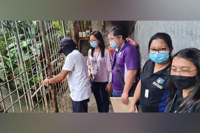 NEGROS. BIR Region 12 Legal Division Officer-In-Charge Chief Roev Bryl Sobrejuanite (center) and Revenue District Office 78 Head Lilivic Gatdula (second from left) lead the