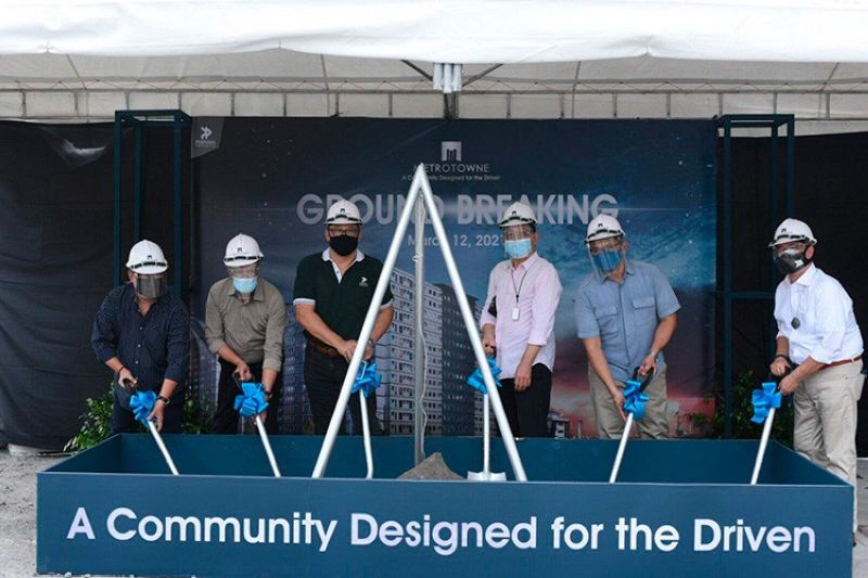 In attendance for the groundbreaking ceremony are the PHINMA Properties Management and partners (from left): Cris Iglesias, AVP for Construction Management; Roberto Nuez, VP for Construction Management; Raphael Felix, president and CEO; Renato Claros, director of Giant Philippines Inc. (JV partner); Francis Villegas, VP for Operations; and Rogelio Garcia, VP For Sales and Marketing.