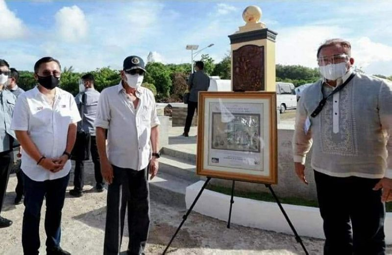 """MANILA. President Rodrigo Duterte is being presented with a commemorative frame of the historic """"Murillo Velarde Map Circa 1734"""" Commemorative Stamps by Philippine Postal Corporation (PHLPost) Postmaster General Norman Fulgencio during the 500th Anniversary of the Philippine Part in the First Circumnavigation of the World held at the Veterans Park Calicoan Island in Guiuan, Eastern Samar. (PR)"""