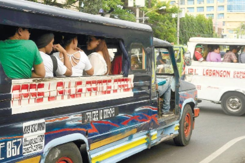MAYOR'S CALL. All traditional public utility jeepneys (TPUJs) may soon be able to operate in Cebu City if Mayor Edgardo Labella agrees to reopen all TPUJ routes. (SunStar file)