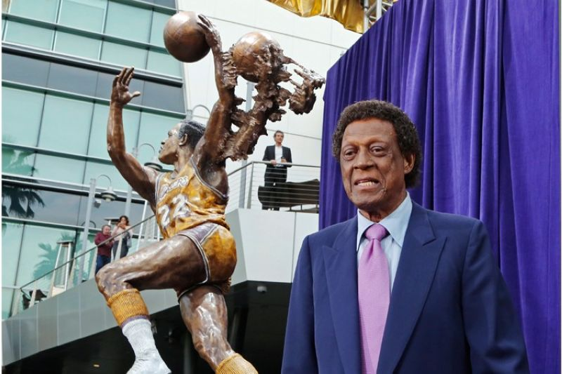 Elgin Baylor stands next to a statue, just unveiled, honoring the Minneapolis and Los Angeles Lakers great, outside Staples Center in Los Angeles, in this Friday, April 6, 2018, file photo. Elgin Baylor, the Lakers' 11-time NBA All-Star, died Monday, March 22, 2021, of natural causes. He was 86. The Lakers announced that Baylor died in Los Angeles with his wife, Elaine, and daughter Krystal by his side. (AP file photo)