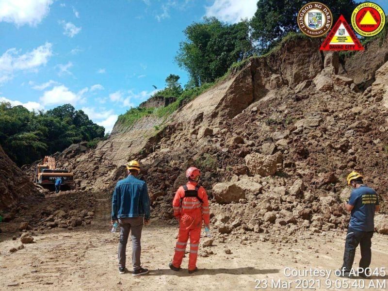 AVOID DANGER. The City Disaster Risk Reduction and Management Office urged bikers to temporarily avoid Mandug-Acacia Bypass Road following a landslide in one of the road's segments in Purok St. Nino, Barangay Mandug. (CDRRMO photo)