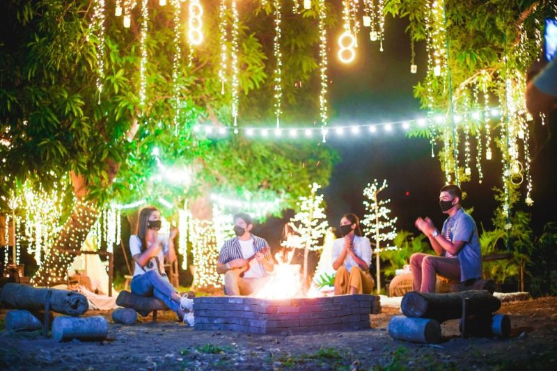 """GLAMPING. The outdoor dining set-up at SM Pulilan takes inspiration from """"glamping,"""" or camping complete with all necessities and facilities. (Contributed photo)"""