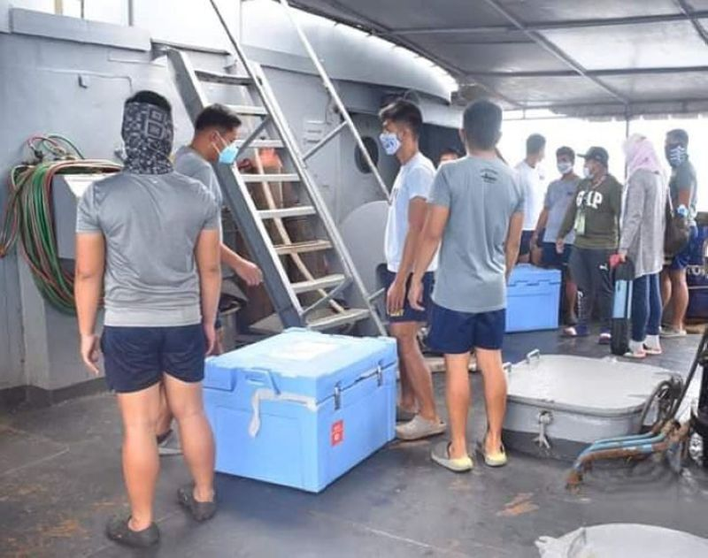 ZAMBOANGA. The BRP-Miguel Malvar (PS-19) of the Philippine Navy transports coronavirus disease 2019 (Covid-19) vaccines, medical and social welfare teams to towns of Mapun and Turtle Islands, Tawi-Tawi. A photo handout shows the boxes of vaccines loaded into the vessel by sailors. (SunStar Zamboanga)